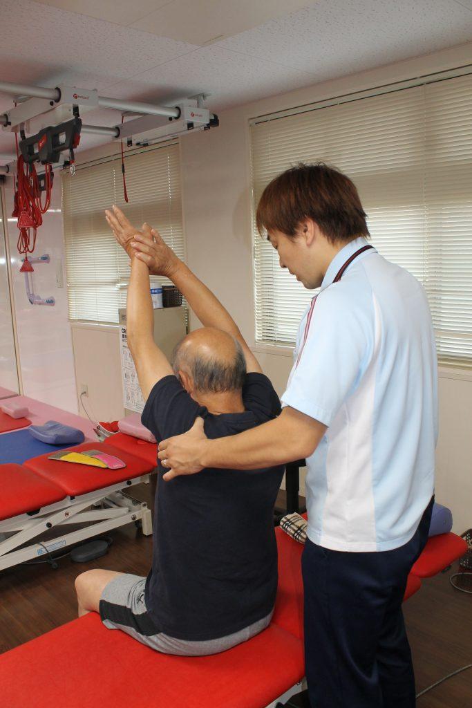 【御所南リハビリ日記】脳梗塞の後遺症 歩行改善へ下半身を強化